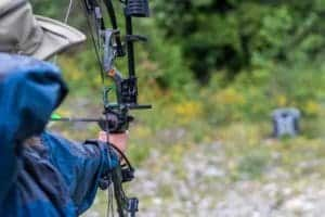 What does a Fixed Pin Archery Bow Sight do in a bow?
